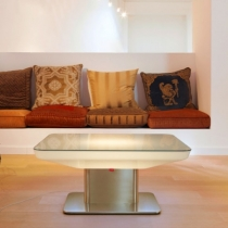 Mesa hostelería iluminada con luz led, RGB, sin cables, Studio
